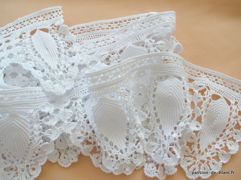 Dentelle au crochet crochet learn how to crochet for Au jardin secret de tadine