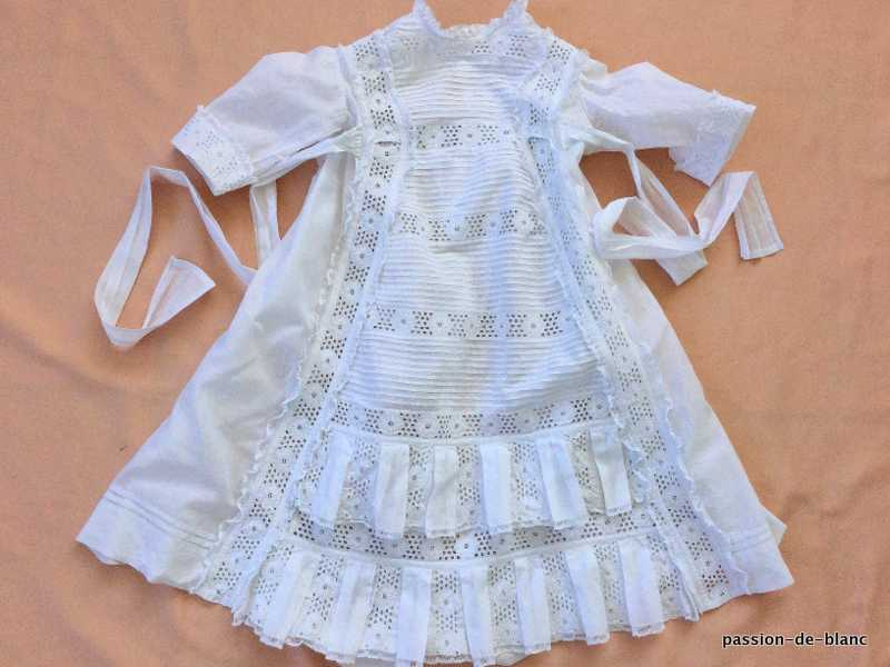 cf132e4001 Old linen of baby or headstock   Dresses