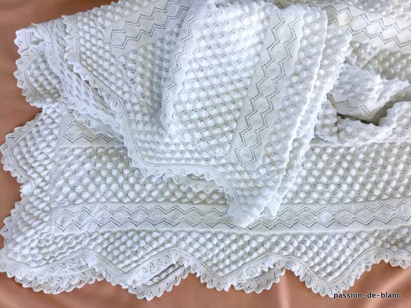 OLD LINEN / Superb needle blanket in very fine white cotton with beautiful patterns
