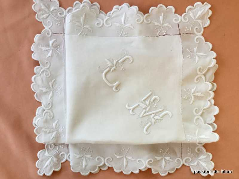 OLD LINEN / Very beautiful scalloped pillowcase on fine linen canvas and LM monogram with leafy branches