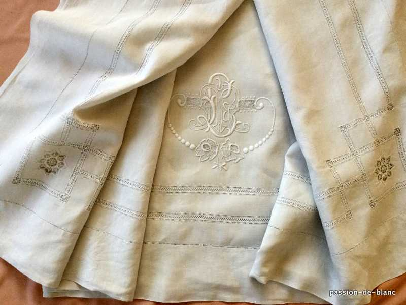 OLD LINEN / Very nice large sheet made on a linen canvas with hand-embroidered LR monogram