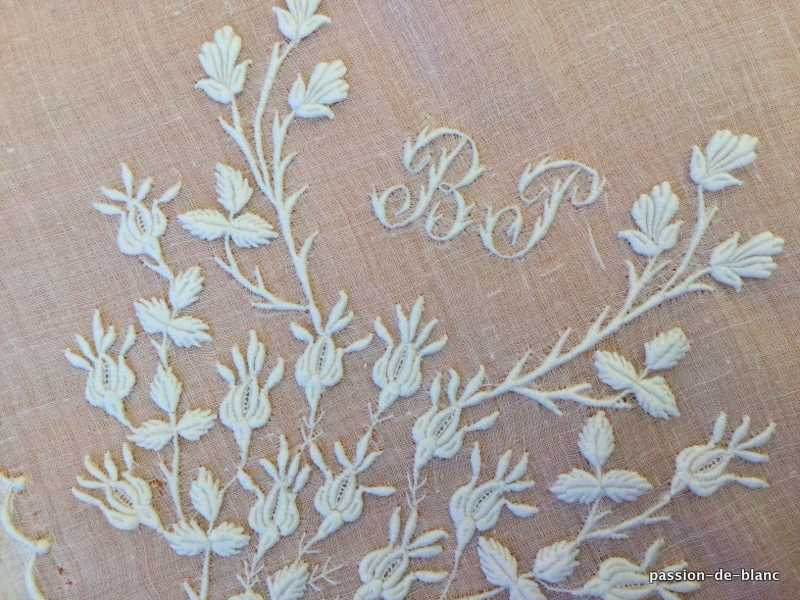 OLD LINEN / Wonderful floral lady's handkerchief in hand-embroidered linen with BP monnogram