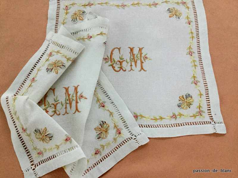 OLD LINEN / Set of 2 small granite linen napkins with colored embroidery with butterflies flowers and GM monogram