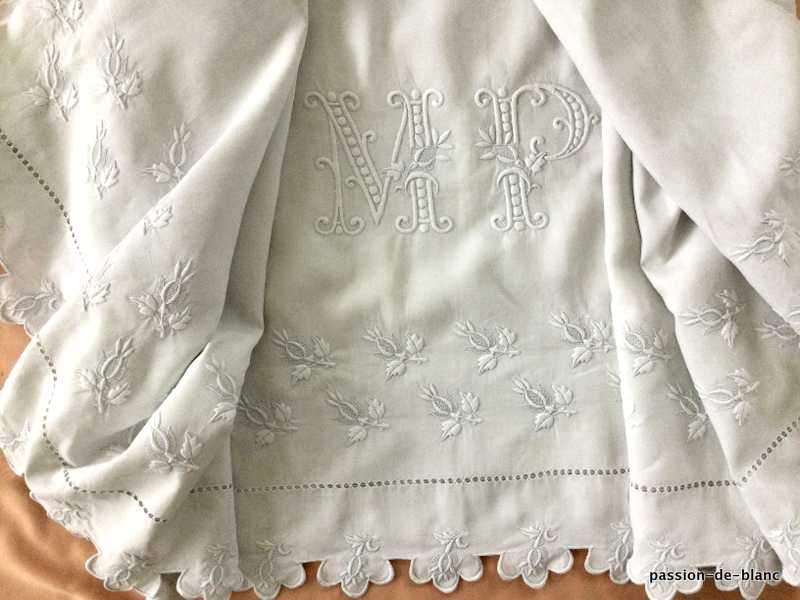 OLD LINEN / Superb large scalloped sheet with magnificent rosebud embroidery work and imposing MP monogram